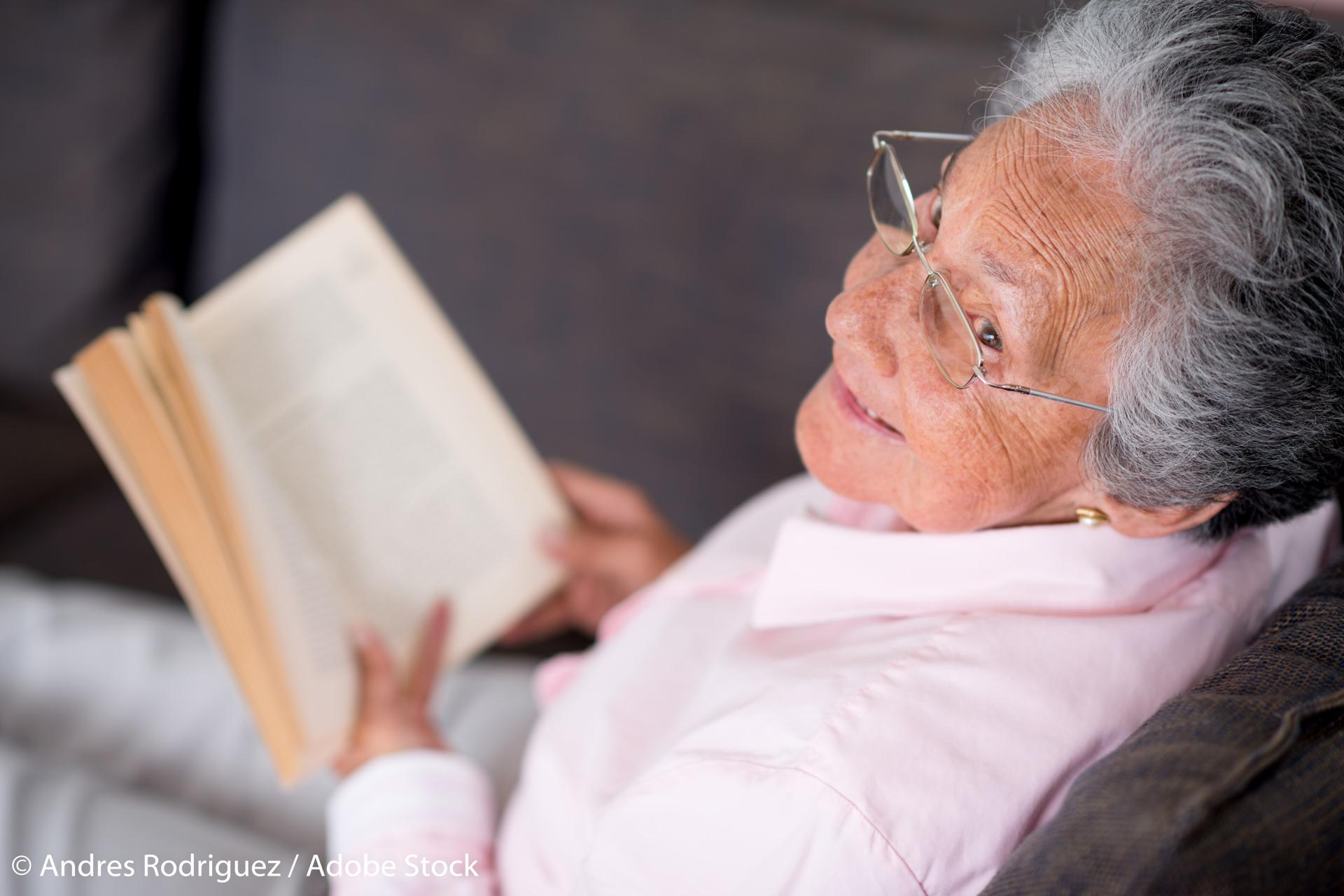 картинки старушки читают все