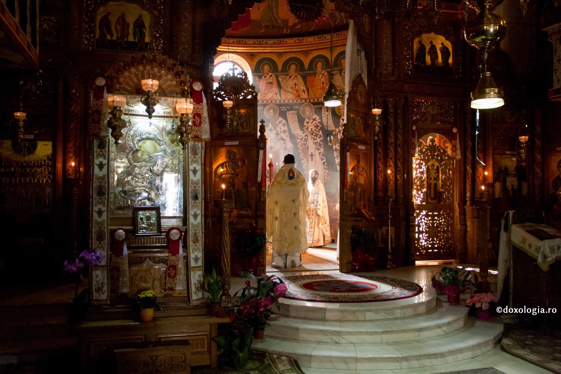Lucrarea sfințitoare a Tainelor săvârșite de Dumnezeu prin preot | Doxologia